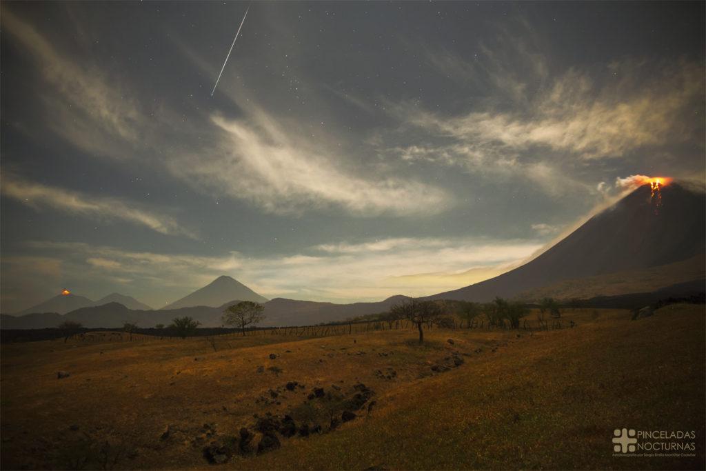 Gemínida sobre la cadena volcánica de Guatemala